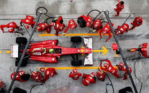 f1-formula-one-racing-emergency-tire-change-wallpaper-preview