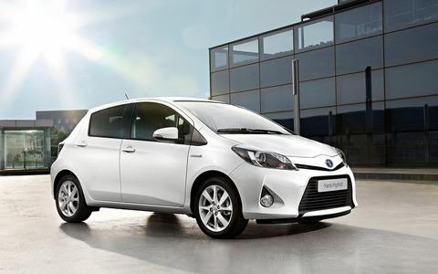 Toyota_Yaris_Hybrid_1