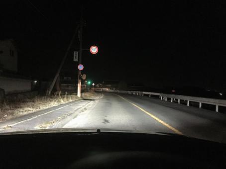 ずっとハイビームで走ってる車の後ろに回り込んでハイビームで付いていくの楽しすぎワロタwwwwwwww