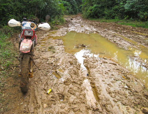 MOTORCYCLE-LAOS-hcmtrail-mud