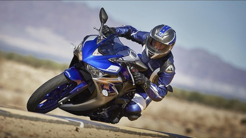 2015-Yamaha-YZF-R250-EU-Race-Blu-Action-005