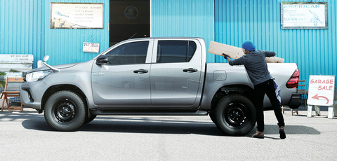 carlineup_hilux_top_pic_02_01_pc