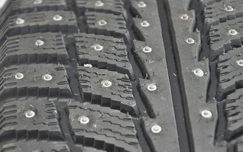 Spike-Reifen-Reifenspikes-Winterreifen-Tuning-e1572417806830