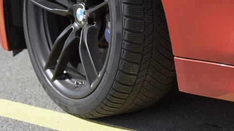 【疑問】外車って大体タイヤが国産より太いじゃん?やっぱ安定感あるのか???