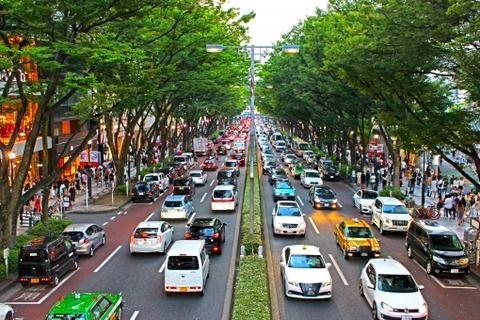 都会に住んでる大人って普段のデートも徒歩電車タクシーなの?wwwwwww