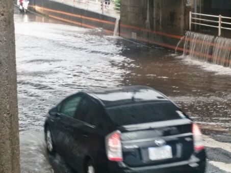 水圧に詳しい人に聞きたいんだけど車が完全に水没したときに・・・