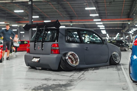 極端なスタンシングを施したvolkswagen-lupo
