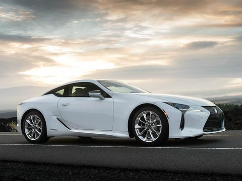 nydn-2018-lexus-lc-500h-front-quarters