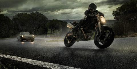 112121-alfa-romo-cars-ducati-motorbikes-rain-roads-situations
