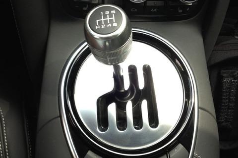 2014-audi-r8-six-speed-manual-transmission-shifter-gate