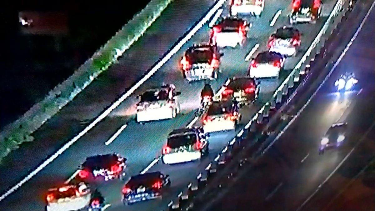 乗り物速報【動画】中央道を走っていたサインデードライバー、無理な車線変更でバイクを轢き大渋滞を巻き起こしてしまうコメントコメントする