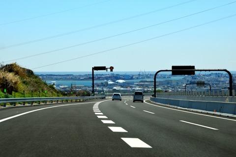 高速道路の合流地点で減速しないバカ何なの?wwwwwwww