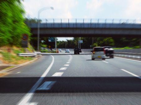 高速道路で130km/h出してるからとずっと右車線にいる何やねん