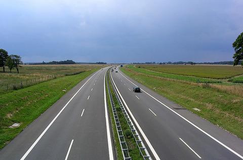 Autoroute (Photo de Darkone - Wikipedia commons)