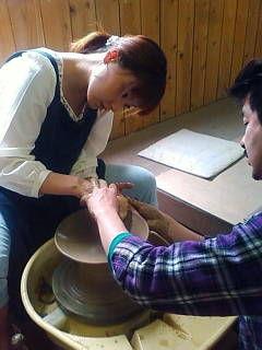 東北放送取材 こちらが陶芸体験中のレポーターさん「佐藤智恵子さん」です ろくろは初めて...