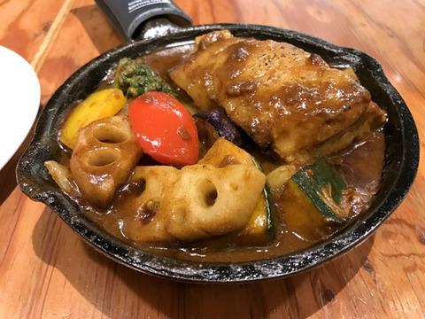 ハーフBBQと彩り野菜のカレー/カレーCAMPユニモール店(名古屋駅)