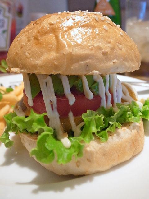 アボカドチェダーチーズバーガー/Hamburger & Cafe Louis(名古屋駅)