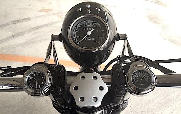 時計ならまだしもバイクに温度計は必要か?