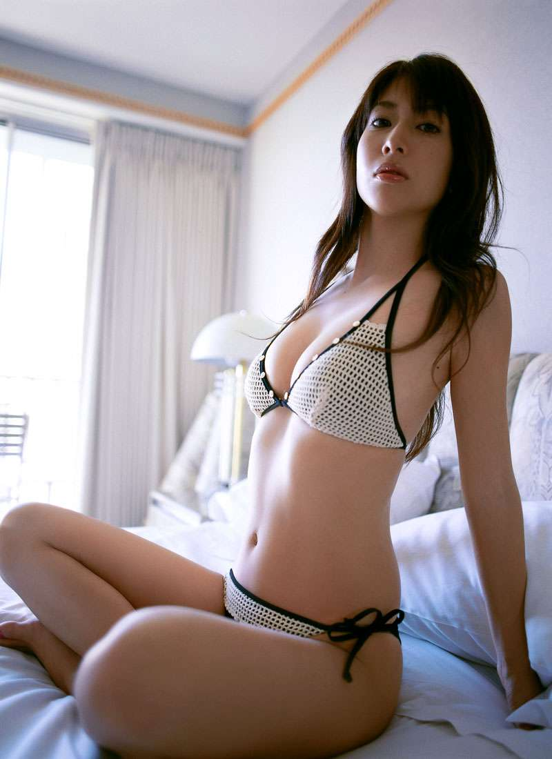 小林恵美さんのビキニ
