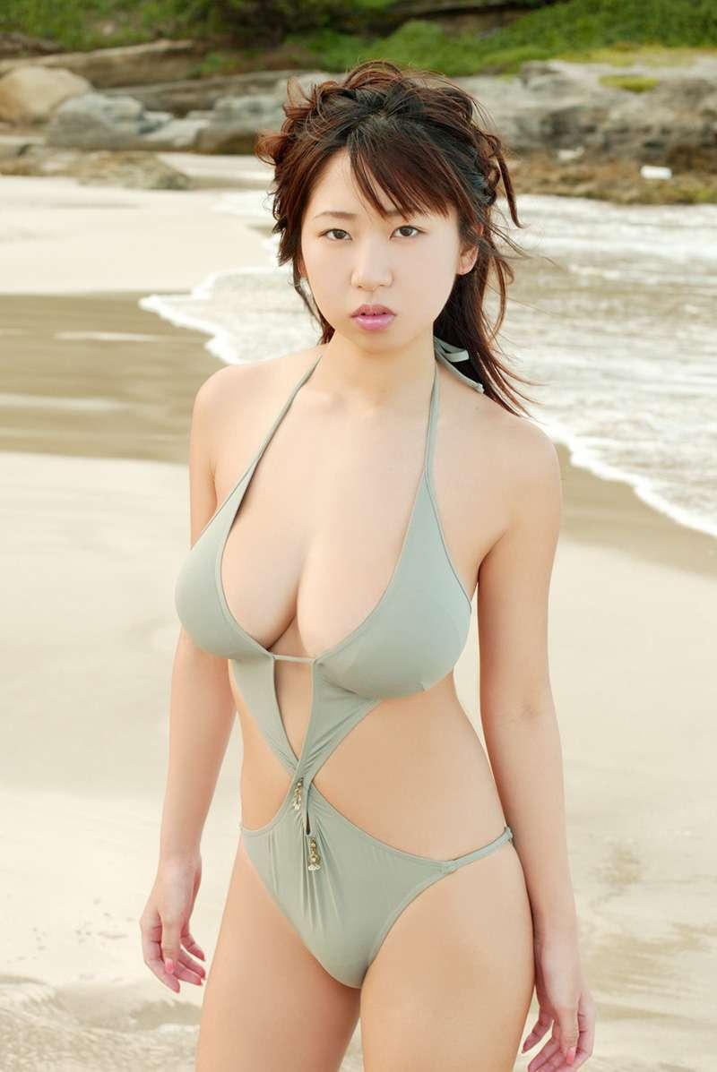 夏目理緒さんのビキニ