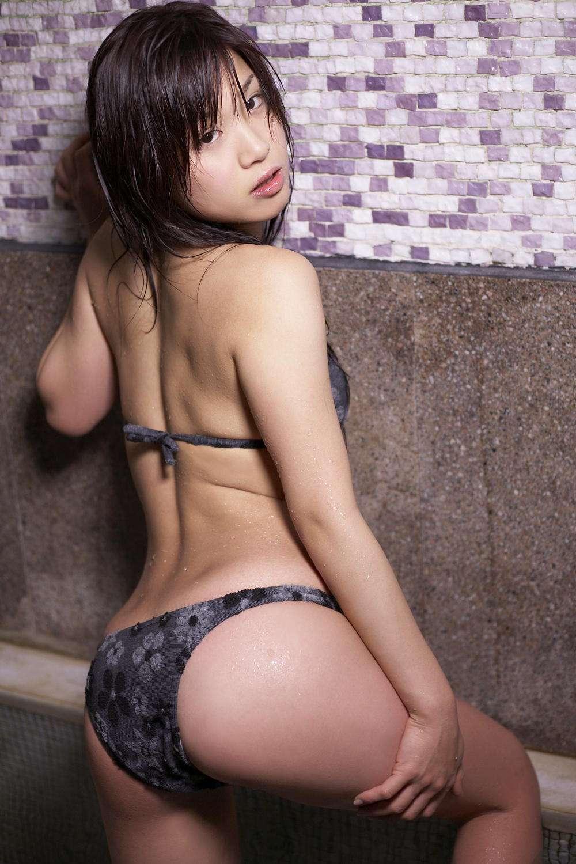 岡本綾さんのビキニ