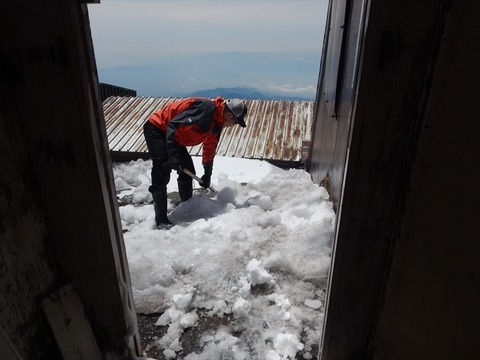 玄関雪かき