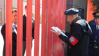 抗議文を手交する総裁