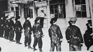 S25年レッドバージ前夜 代々木の共産党本部を取り囲む警官隊