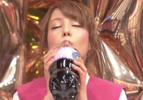 【想像力必須】ペットボトルでお茶を飲む女子でオナニーしてみる画像集(24枚)