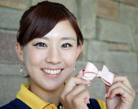 美人プロゴルファー香妻琴乃がパンチラで観客を増やしてる模様www