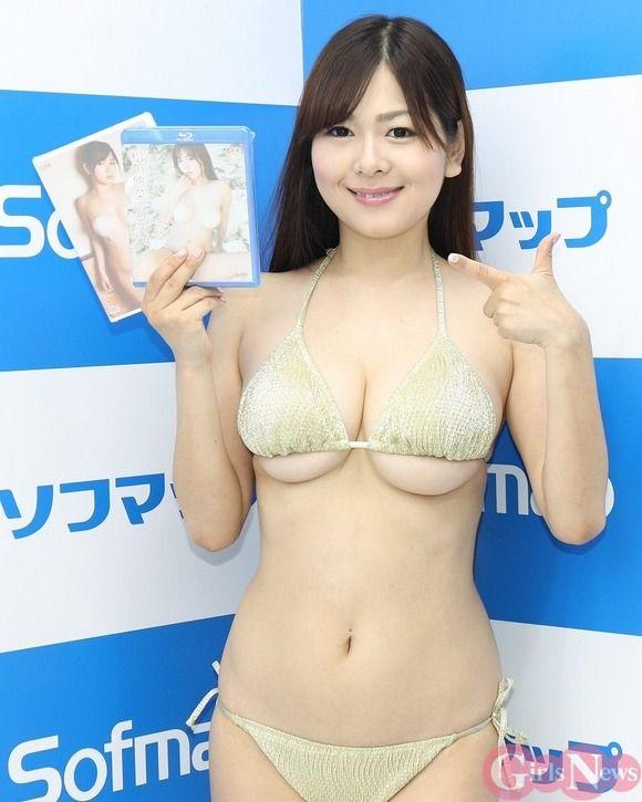 タレントのマネージャーしてたら乳がデカいからとグラドルになった松川悠菜がソフマップに登場したぞ!
