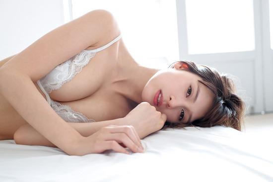 アンジェラ芽衣 ヌード (41)