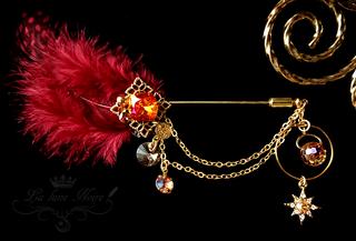 羽根飾りのハットピン