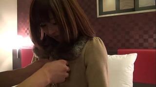 【素人ナンパ】黒髪で清楚な娘を言葉巧みに抱く