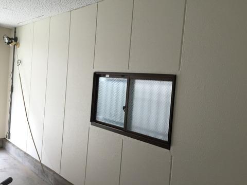 駐車場壁と階段室壁シリコン仕上げ1