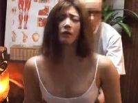 美熟女から漏れだす艶めかしい声。整体師から性感マッサージを進められて完全、エロモード。触られ放題エロ三昧、寝取られファックでハメられまくり!