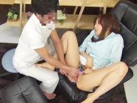 足つぼマッサージに来たはずの美女がいつの間にか膣を刺激され中出しされてしまうw