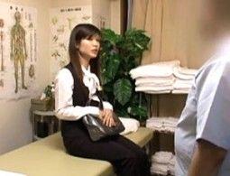 膣内マッサージで痙攣欲情した事務員OLが初老整体師におねがりして昼間からパコパコ