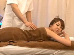 婚約者がすぐ隣の部屋にいるのにマッサージ師に寝取られる彼女