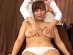 巨乳美女にエステを誘ってレズエステの最中に男性が乱入して本番セックスしちゃうw