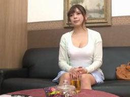 「生理不順なんです・・・!」と言って血行促進の為にマッサージを受ける巨乳な人妻が寝取られる!