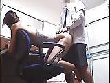 競泳水着の教え子に触診マッサージをして、そのまま卑猥な行為をする変態コーチ!