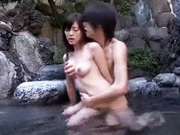 バイト先で仲良くなったスレンダー若妻と不倫温泉旅行で濃厚SEX