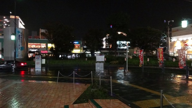 雨の神奈川県湘南台駅前