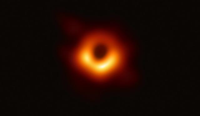 2880px-Black_hole_-_Messier_87