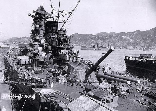 800px-Yamato_battleship_under_construction