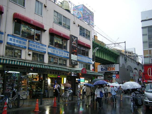 800px-Akihabar_Radiowave_Building