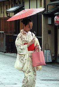 200px-Kimono_lady_at_Gion,_Kyoto