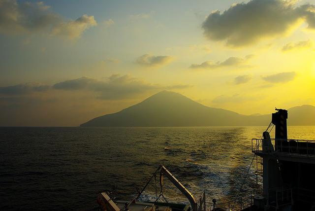 800px-Dawn_in_Nakanoshima