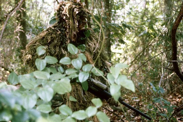 Marine_sniper_ghillie_suit
